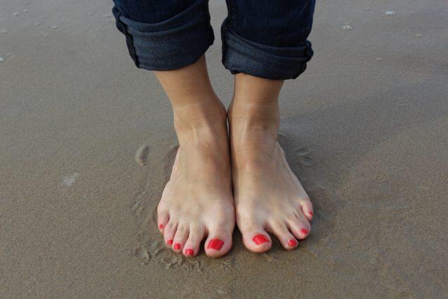 はだしの足