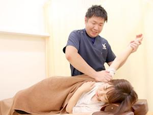 肩への施術